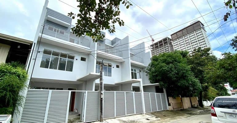 Townhouse in Banilad For Sale